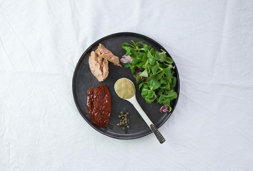 Ingredienti per insalata di quinoa alla senape.
