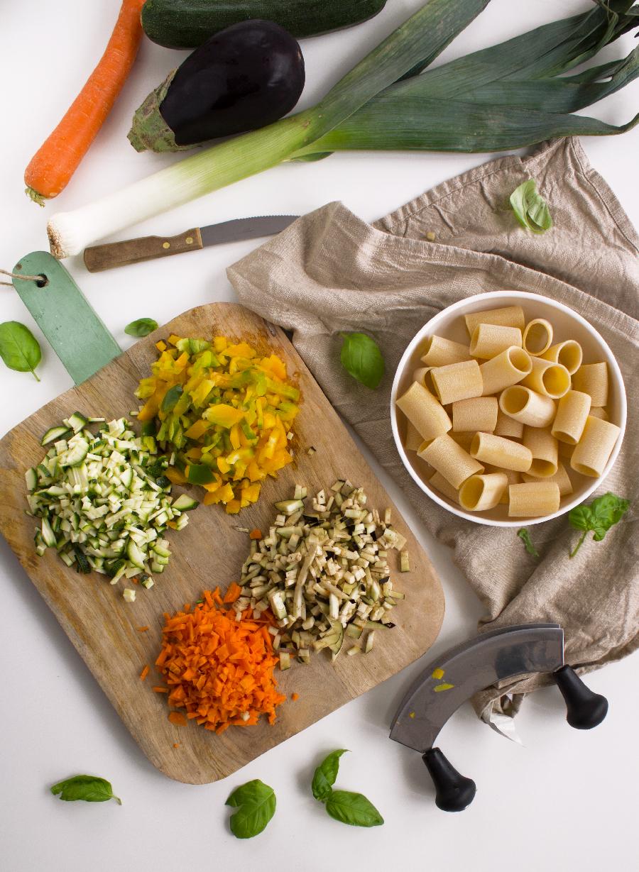 Ingredienti per la pasta al forno vegetariana.