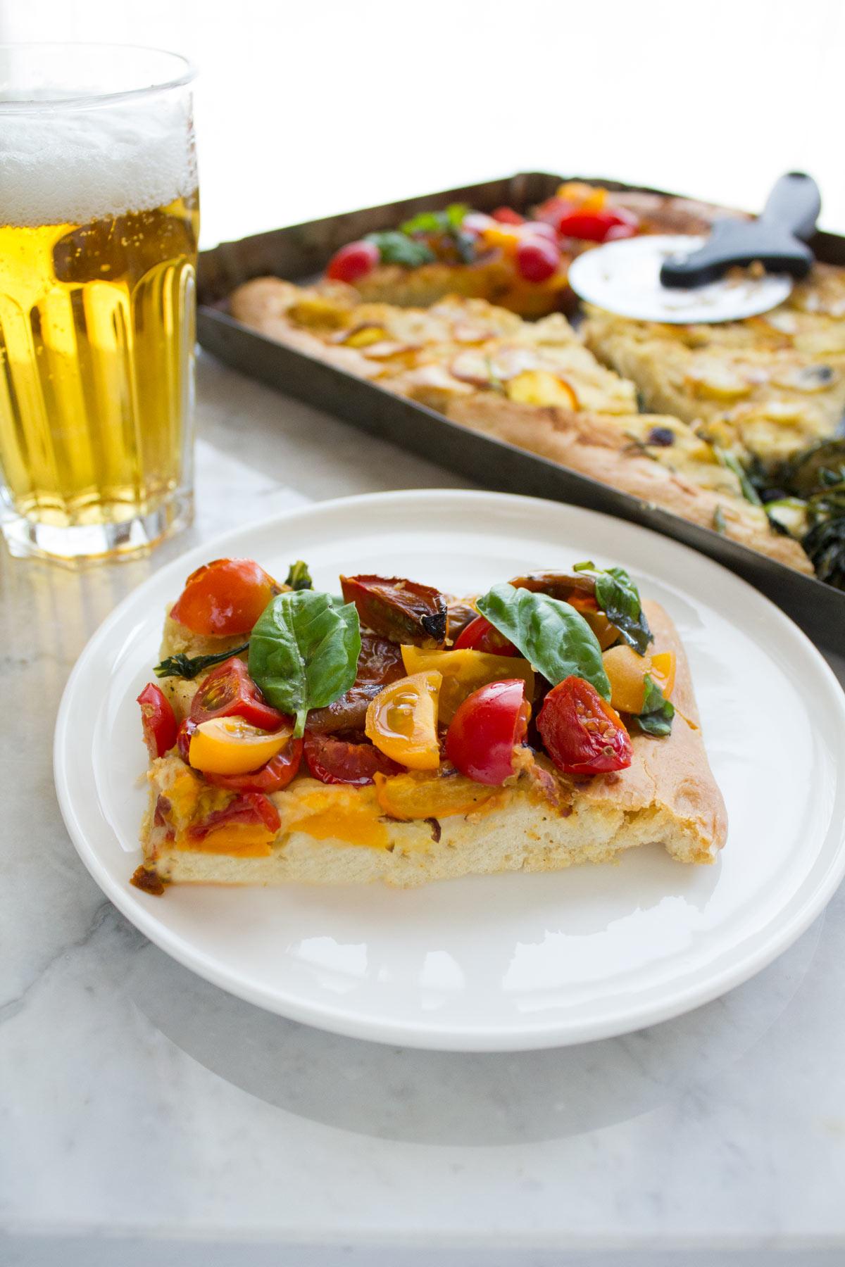 Pizza hummus pronta da mangiare