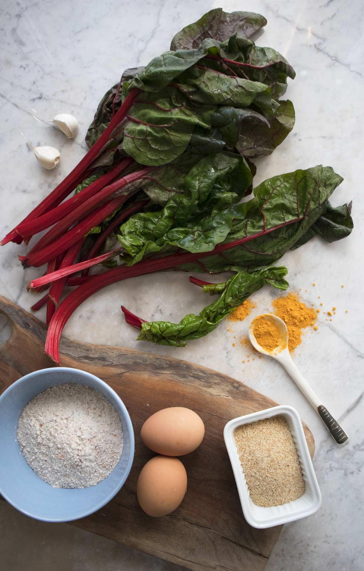 Ingredienti per le crêpes alla curcuma e coste rosse