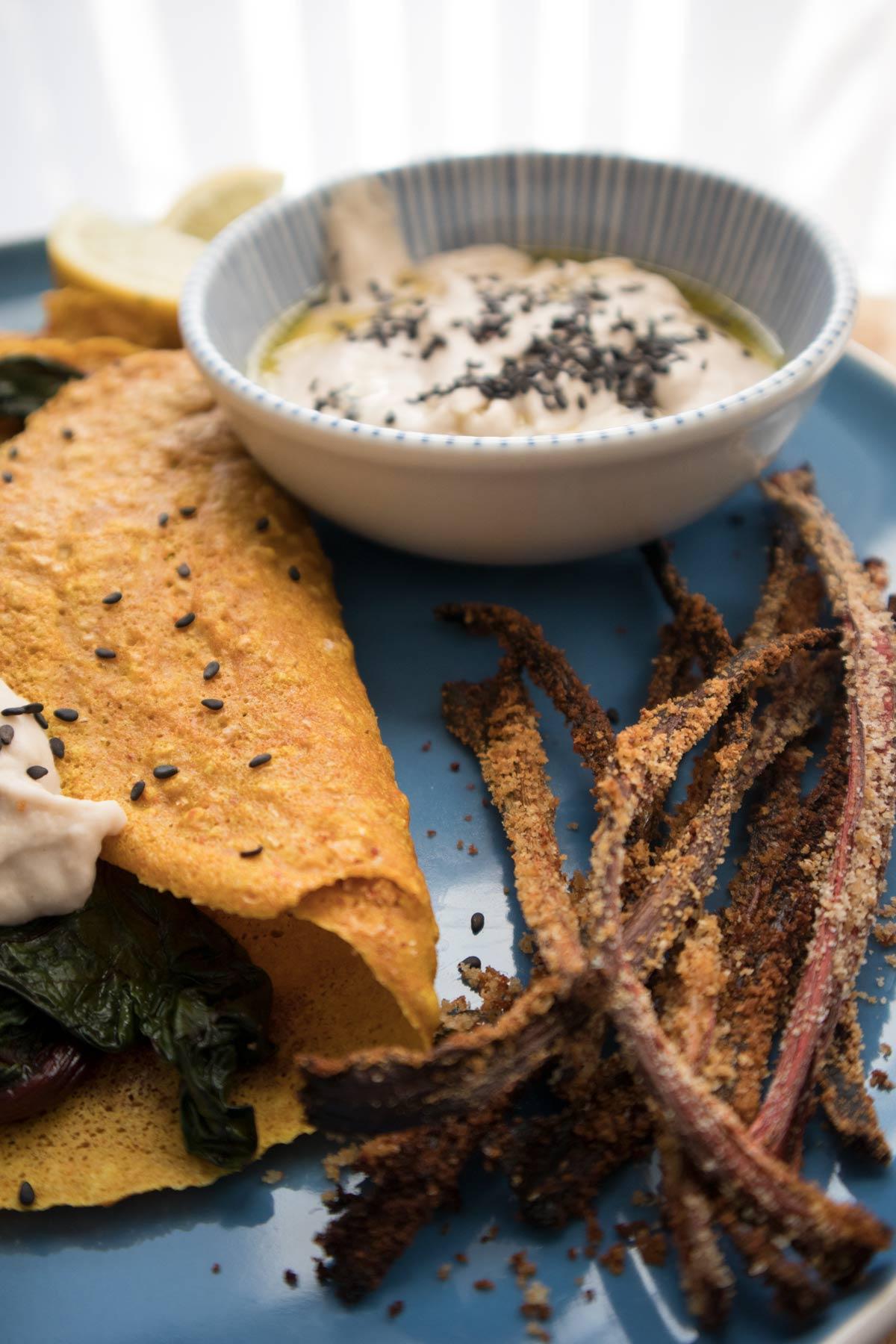 Chips fatte con i gambi delle coste rosse