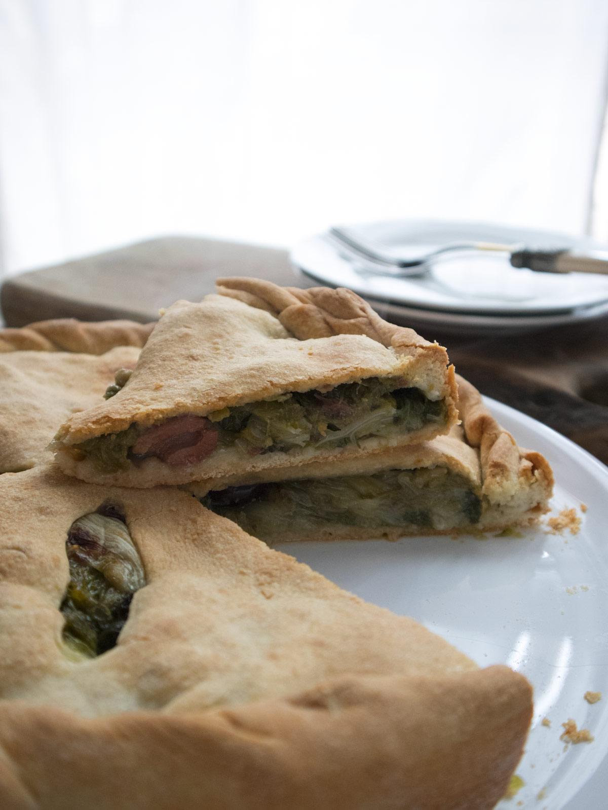 Pizza con la scarola per Cuochi d'Italia pronta da servire