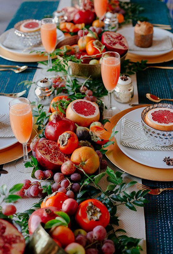 ornare la tavola con la frutta
