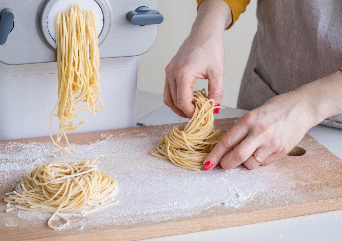 Spaghetti fatti in casa con Pasta Maker