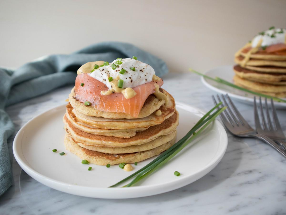 Pancakes salati con yogurt greco