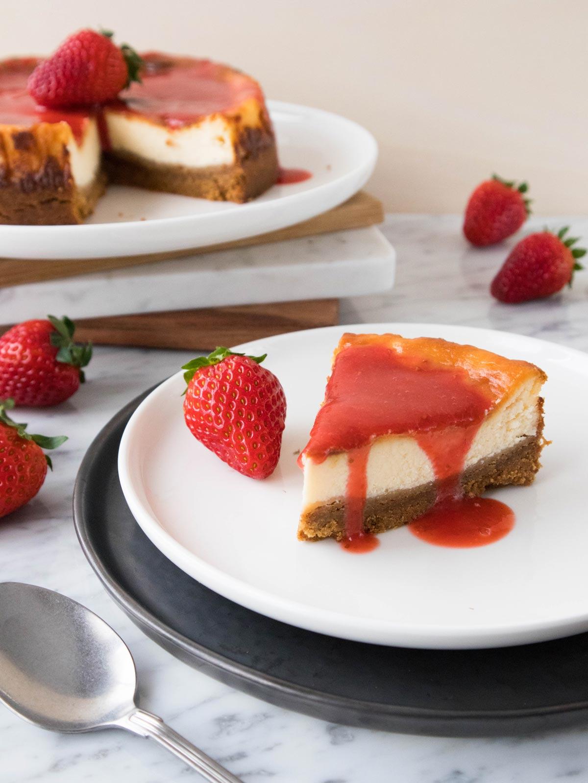Cheesecake alle fragole pronta da mangiare