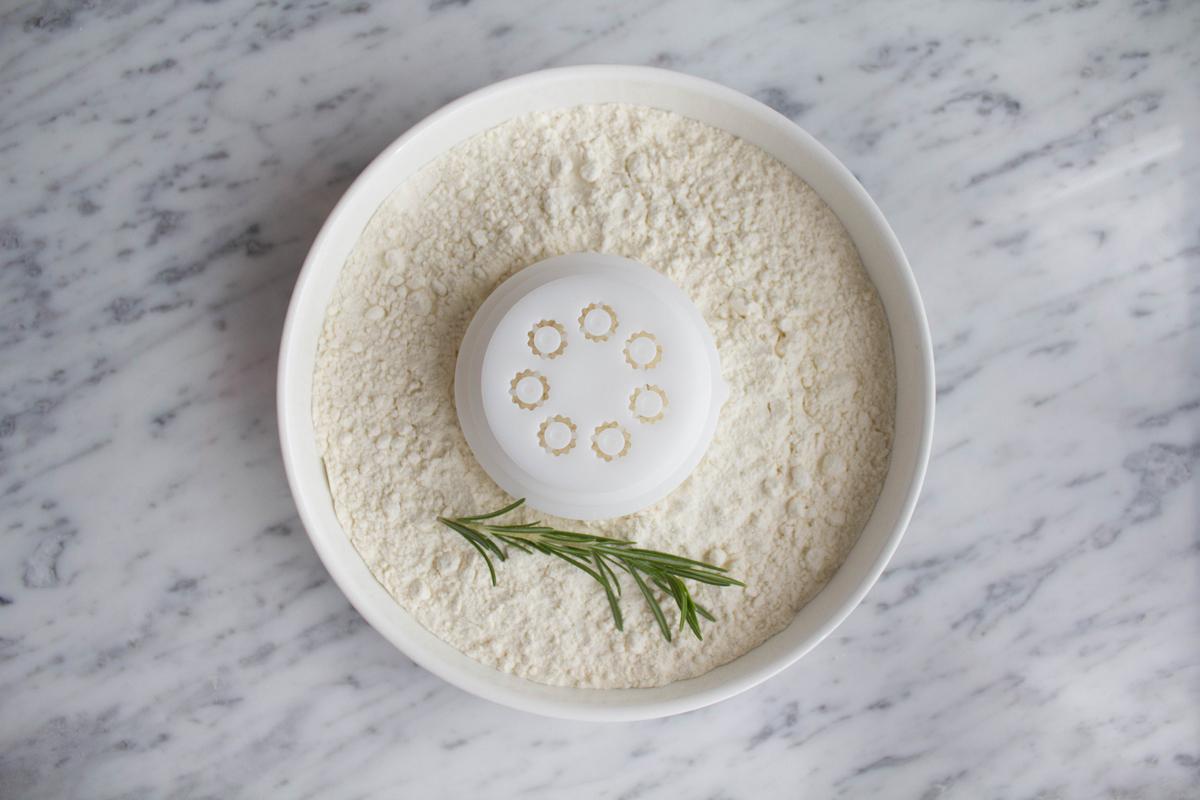 Farina bianca con rosmarino
