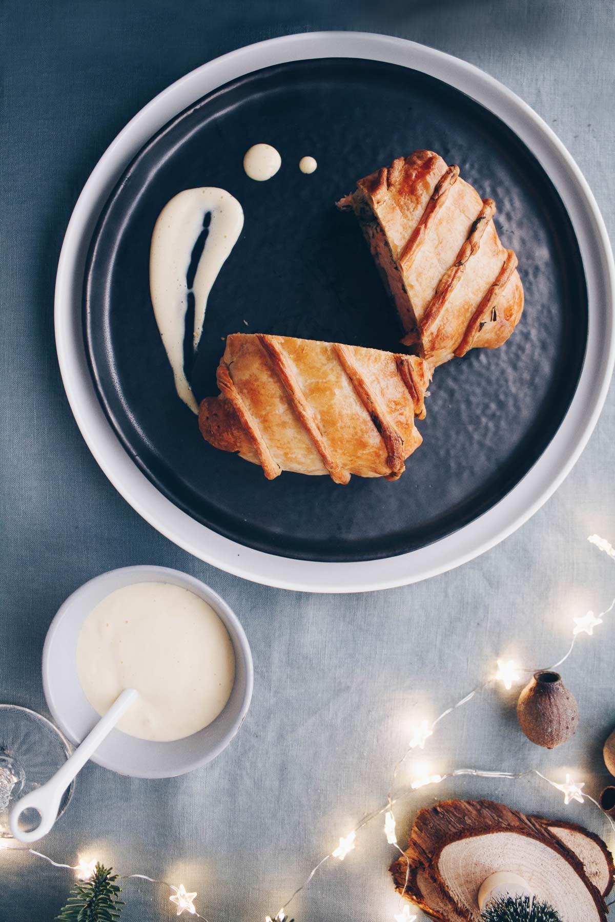Salmone in crosta pronto per essere servito