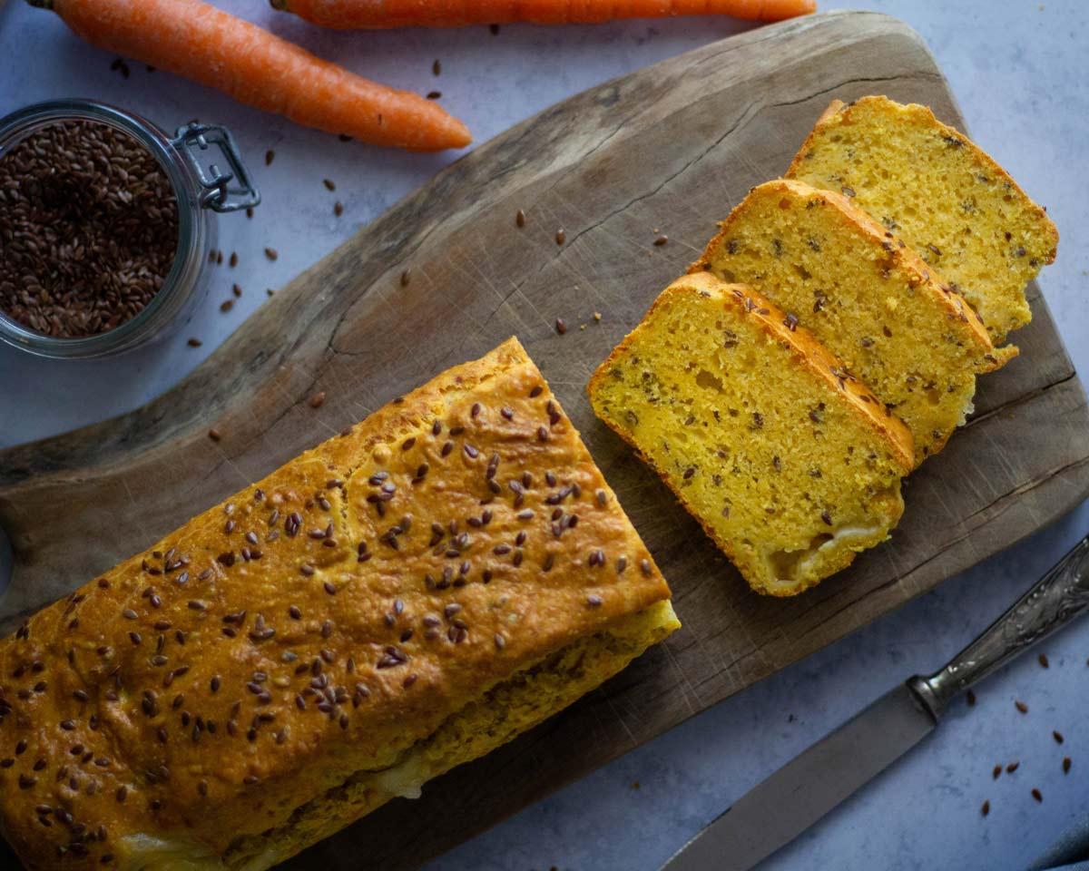 Plumcake salato con carote, olio evo e semi di lino