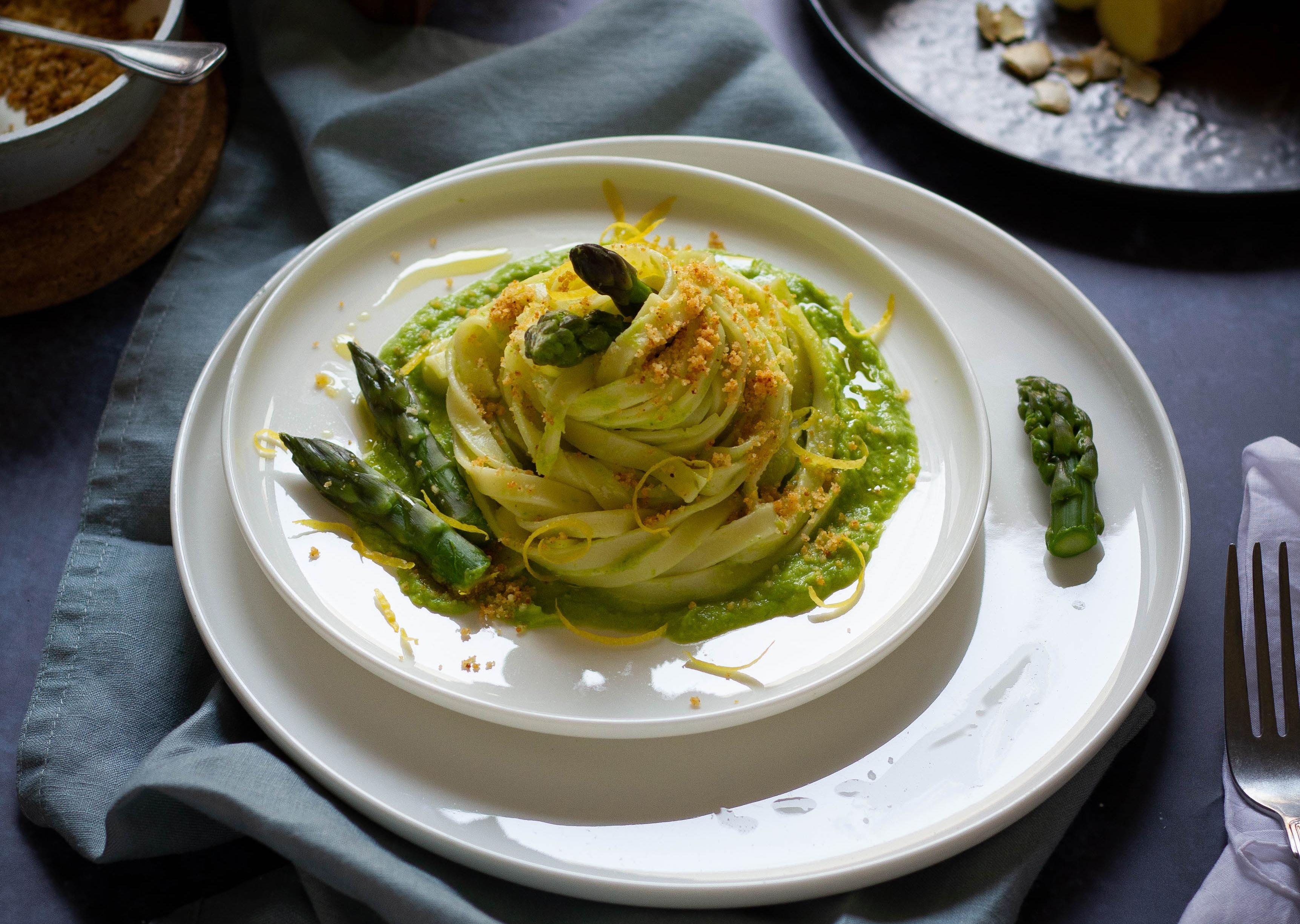 Se questo è un uovo - Tagliatelle di kamut con asparagi e zenzero